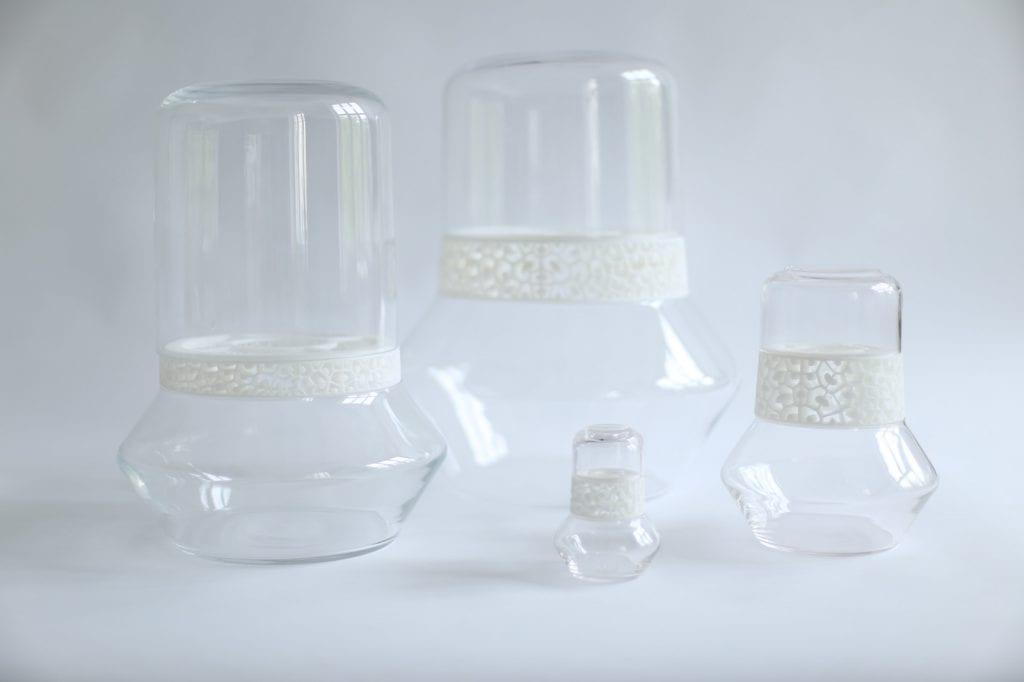 Dopełnienie - dyplom magisterski ASP Wrocław, wazony ze szkła w połączeniu z drukiem 3D.