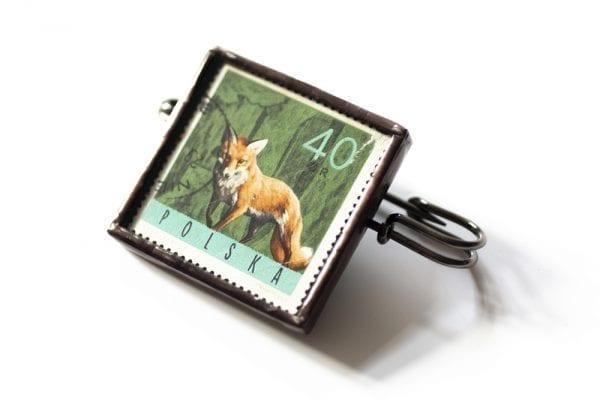 Dzikie Twory - broszka ze znaczkiem pocztowym lis bok