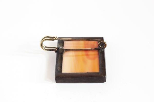 Dzikie Twory - broszka ze znaczkiem pocztowym szyszkowiec tył
