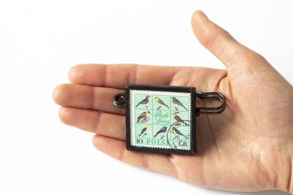 Dzikie Twory - wielkość broszki ze znaczkiem pocztowym ptaki leśne