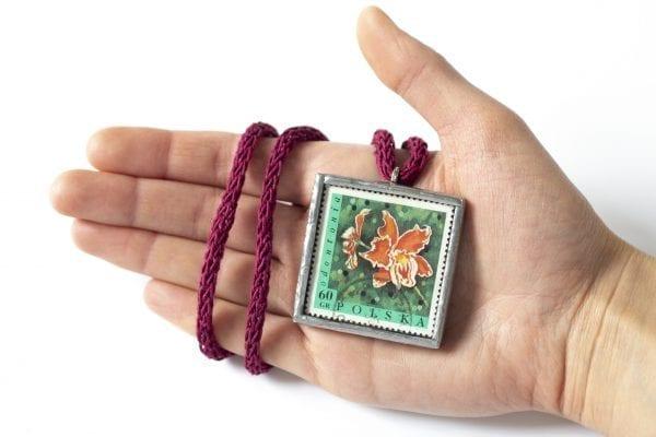 Dzikie Twory - wielkość naszyjnika ze znaczkiem pocztowym kwiat odontonia