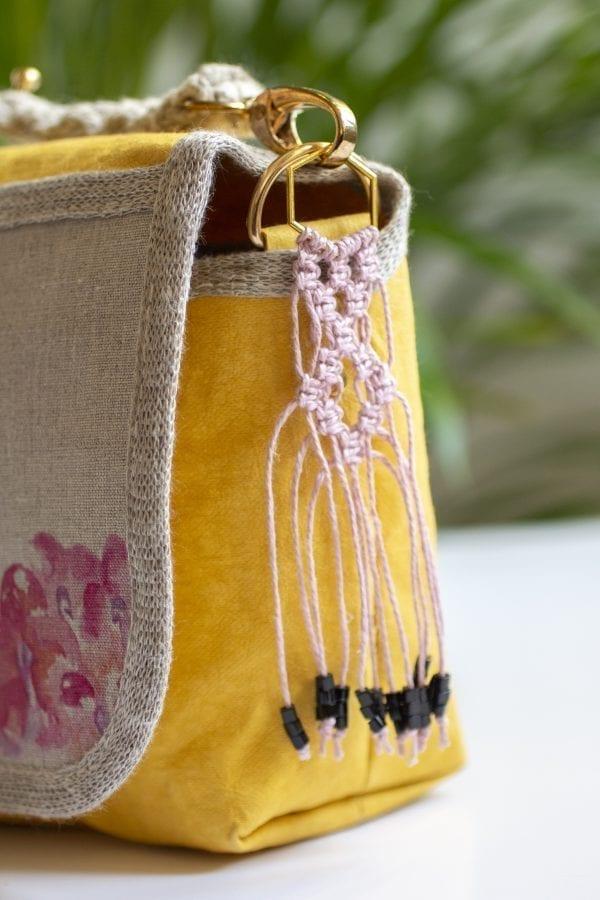 Dzikie Twory - mała torebka z lnu i Washpapy - łabędzie - frędzelek przy torebce