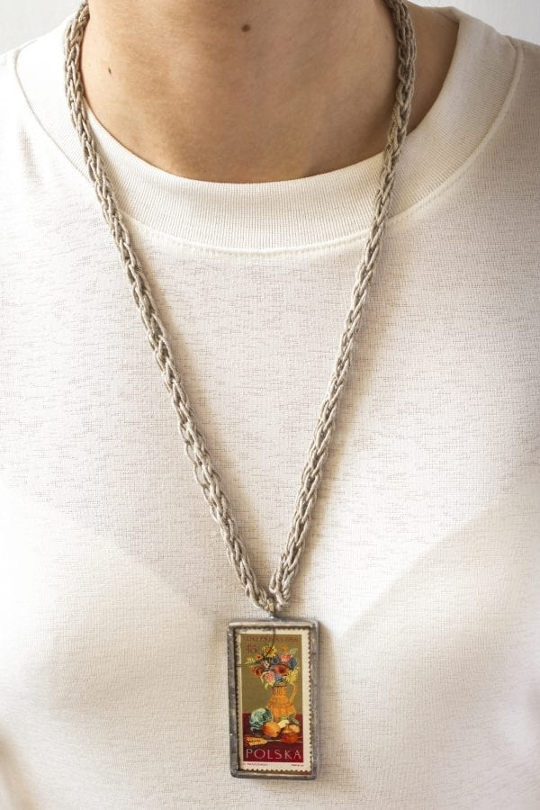 Dzikie Twory - naszyjnik ze znaczkiem pocztowym z 1966 roku dożynki - wisiorek na szyi