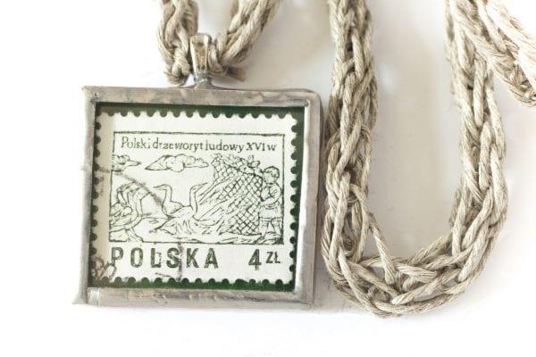Dzikie Twory - naszyjnik ze znaczkiem pocztowym z 1977 roku polski drzeworyt ludowy