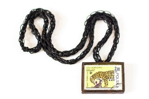 Dzikie Twory naszyjnik ze znaczkiem pocztowym z 1978 roku - jaguary