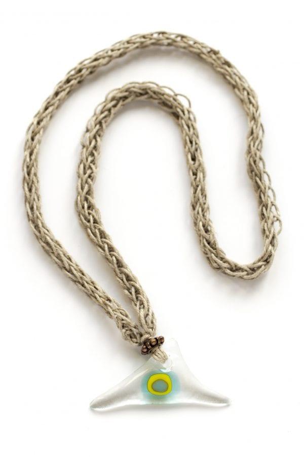 Dzikie Twory - szklany wisiorek na lnianym łańcuszku - trójkącik
