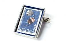 Dzikie Twory - broszka ze znaczkiem pocztowym z 1966 roku - łunnik III
