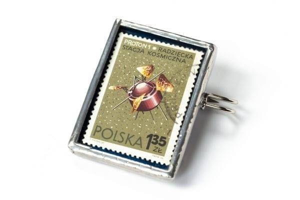 Dzikie Twory - broszka ze znaczkiem pocztowym z 1966 roku - proton1