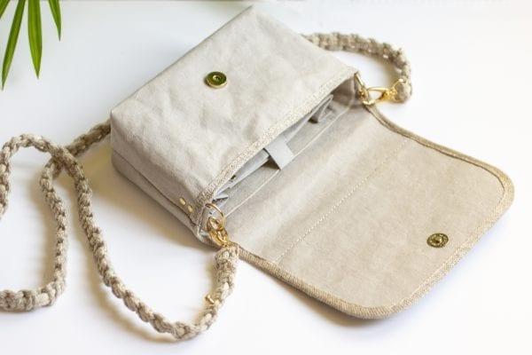 Dzikie Twory - mała torebka z lnu i jasnoszarej Washpapy - paw wśród gałęzi - wnętrze torebki