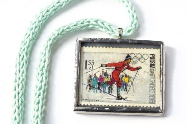 Dzikie Twory - naszyjnik ze znaczkiem pocztowym z 1968 roku - Igrzyska Olimpijskie