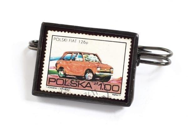 Dzikie Twory - broszka ze znaczkiem pocztowym z 1973 roku - samochód Polski Fiat 126p