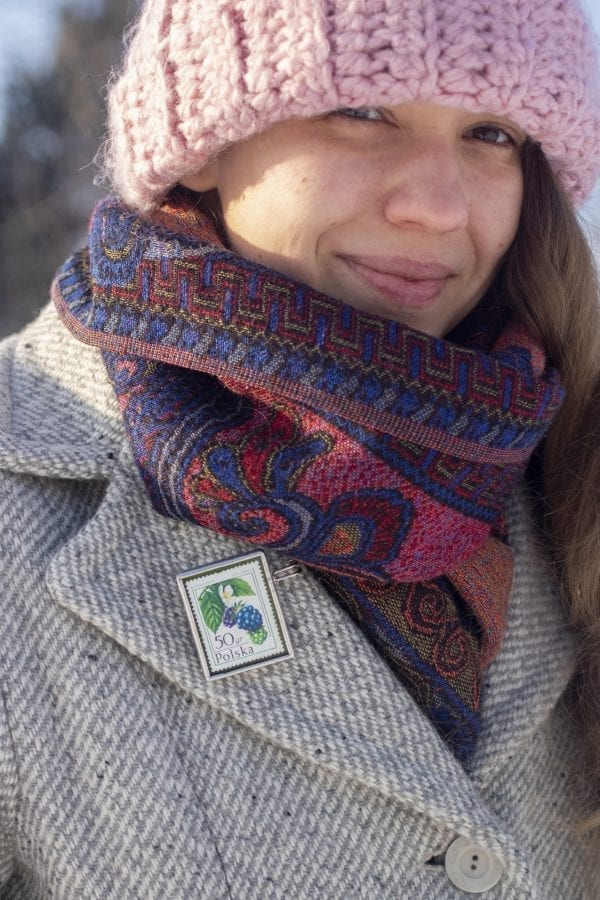 Dzikie Twory - broszka ze znaczkiem pocztowym z 1977roku - jeżyna popielica, broszka na płaszczu