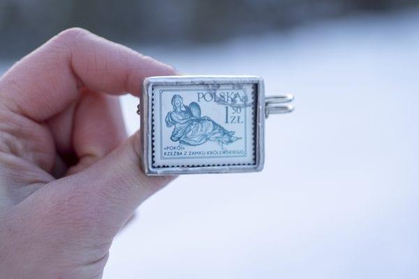 Dzikie Twory - broszka ze znaczkiem pocztowym z 1979 roku - rzeźba pokój