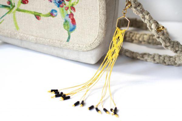 Dzikie Twory - makramowa zawieszka do kluczy lub torebki, kolor żółty