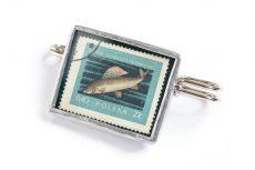 Dzikie Twory - broszka ze znaczkiem pocztowym z 1958 roku, ryba lipień
